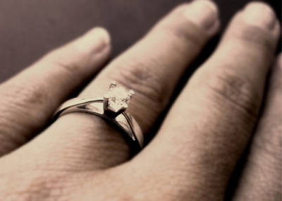 ceffeacd77af Por qué el anillo de matrimonio se usa en el dedo anular