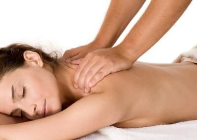 discreto masaje desnudo